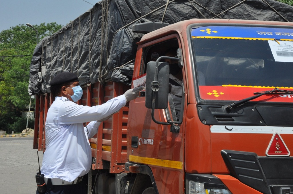 Maharashtra Government To Give 50% Tax Waiver For Commercial Vehicles –  Punekar News
