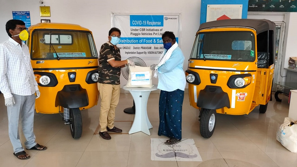 Ration kit handover to the auto rickshaw driver