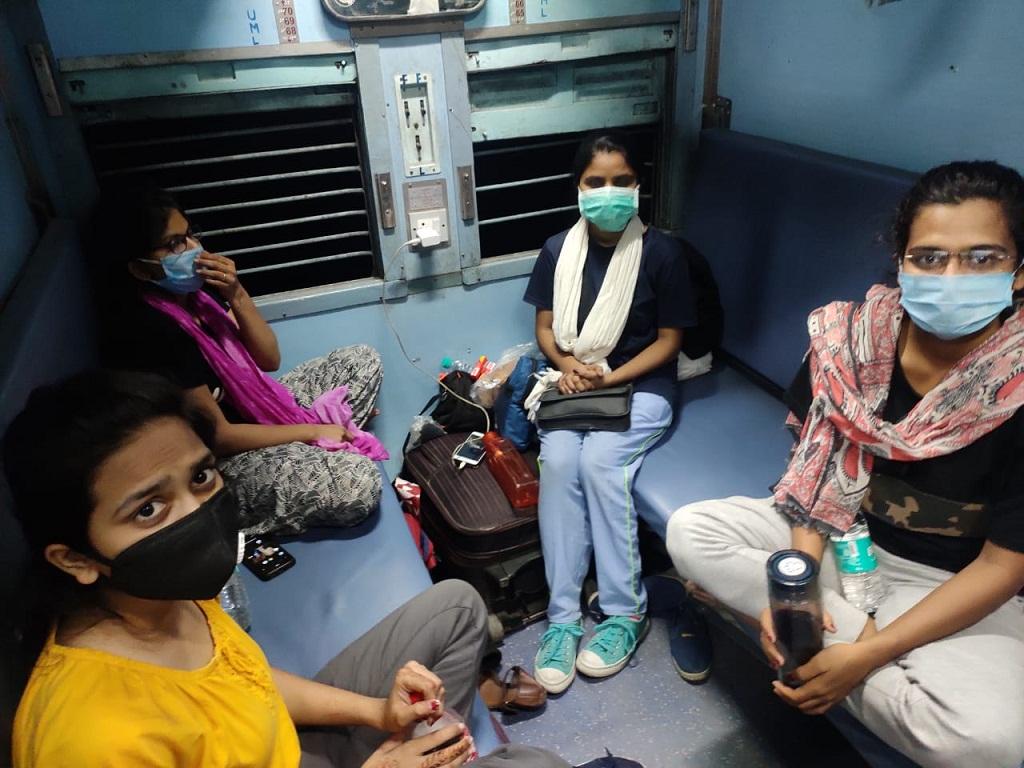 Students in train from Delhi to Maharashtr