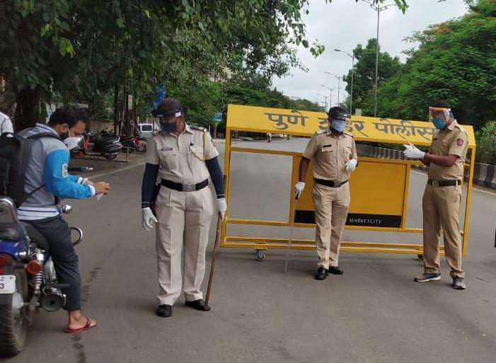 Pune police lockdown curfew