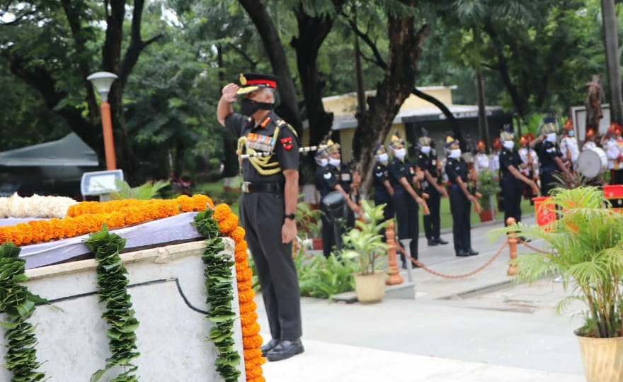 Lt Gen CP Mohanty , Army Commander Southern Command laying wreath at National War Memorial , Pune on Kargil Vijay Diwas