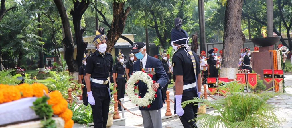 Maj Gen AK Hukku (Retd) paid the homage at National War Memorial on Kargil Vijay Diwas