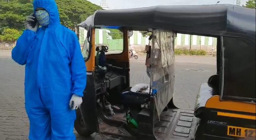 Pune Auto driver in PPE suit