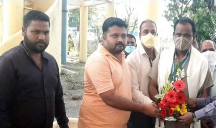 Good Job Pune worker removes 18 tonne garbage to find ornaments